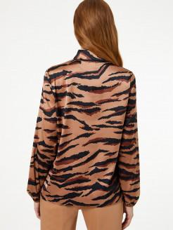 Camisa con estampado animal