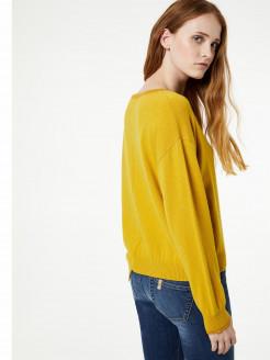 Asymmetrical jumper