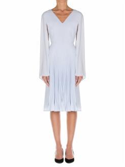 vestido plisado, mangas tipo capa
