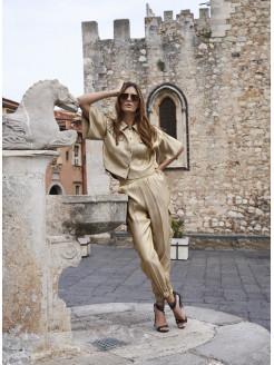 camisa oversize beig y dorada