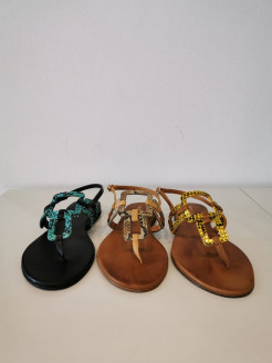 Sandalia serpiente atada al tobillo