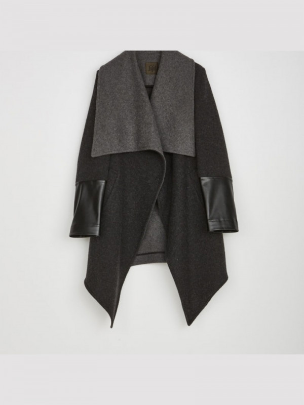 Anthracite coat to shelter in the winter